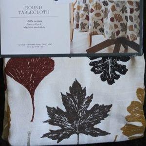 """70"""" Round Multi Leaf Tablecloth"""